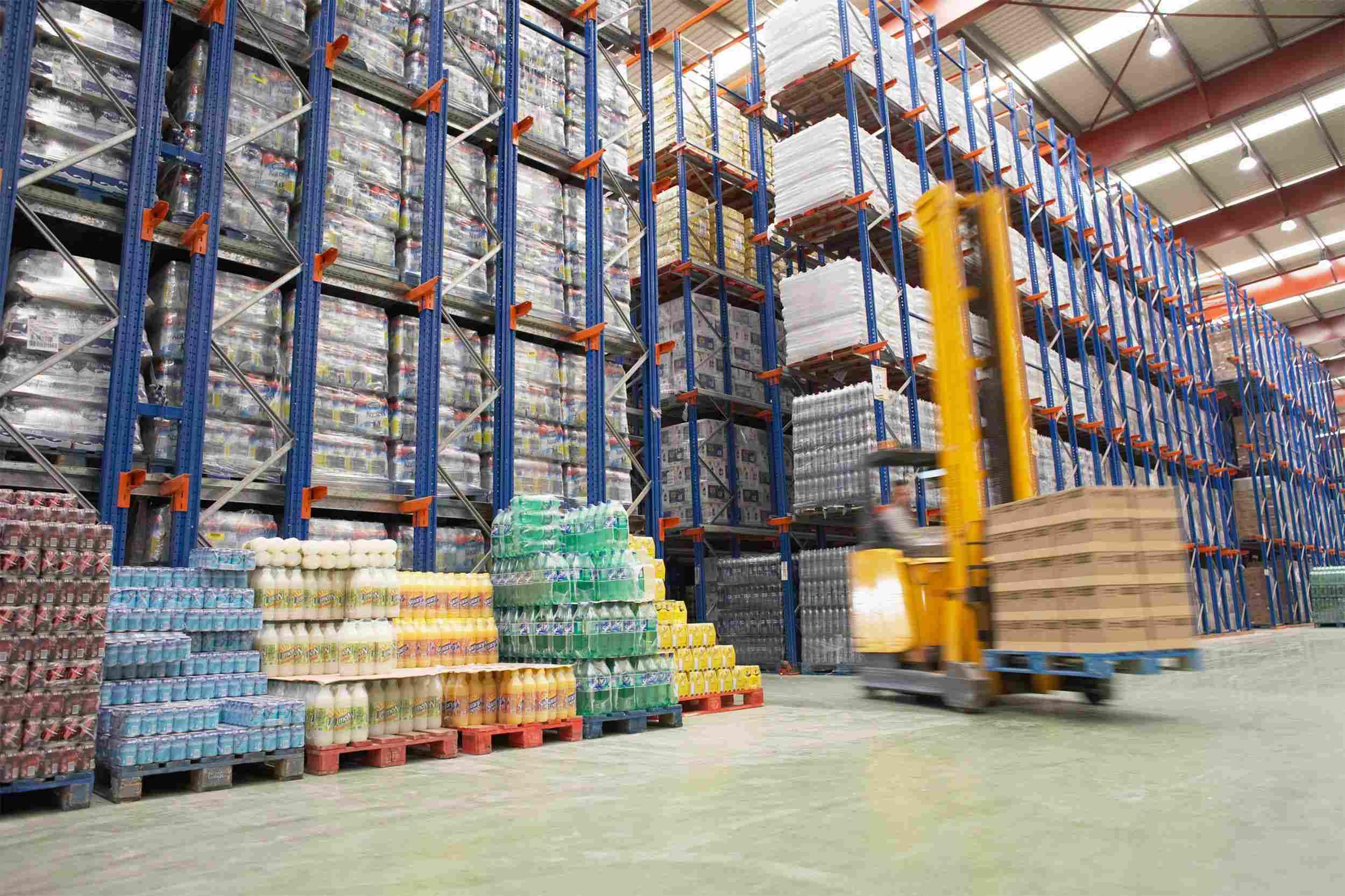 http://bhartiyalogistics.com/wp-content/uploads/2015/09/Warehouse-and-lifter-1.jpg